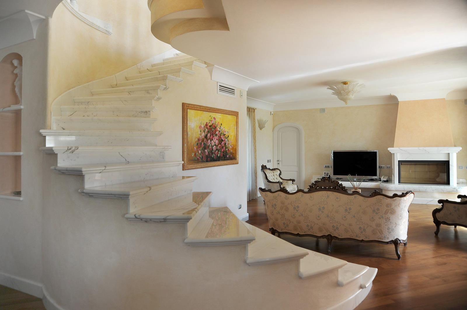 MEDONE MARMI Scala e Balaustra in Marmo Bianco Carrara - 5