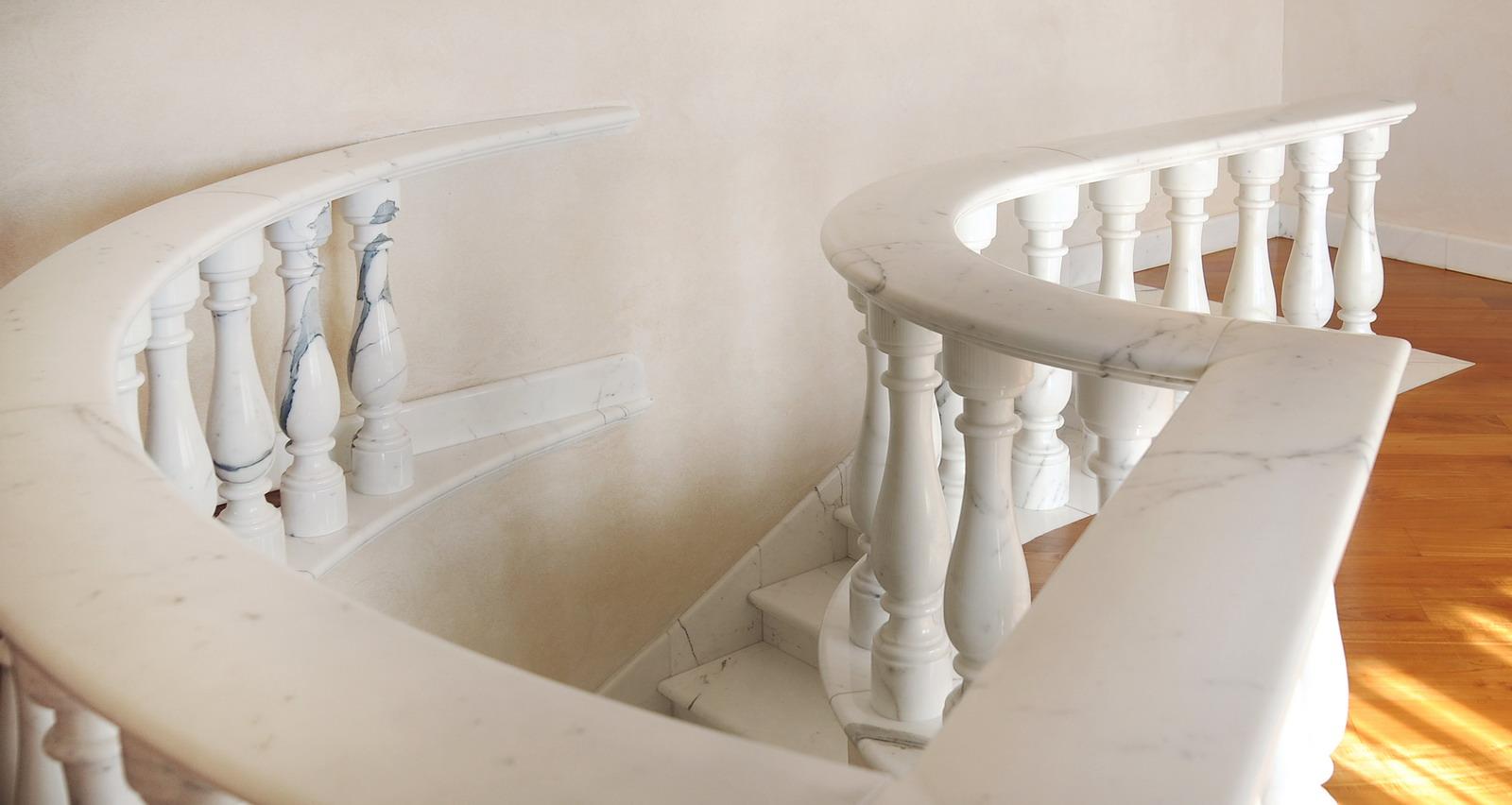 MEDONE MARMI Scala e Balaustra in Marmo Bianco Carrara - 10
