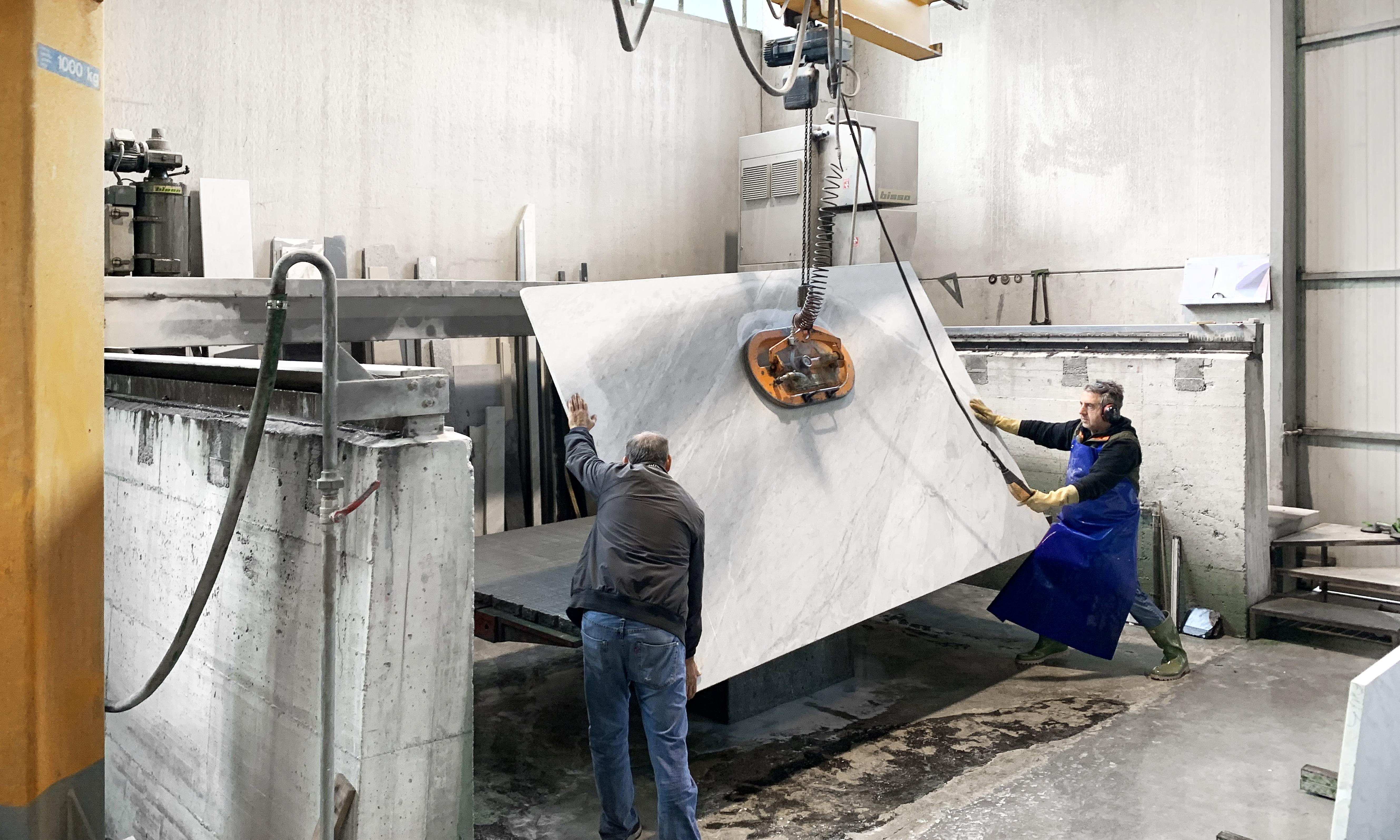 Medone Marmi 053 - lastra di marmo in lavorazione