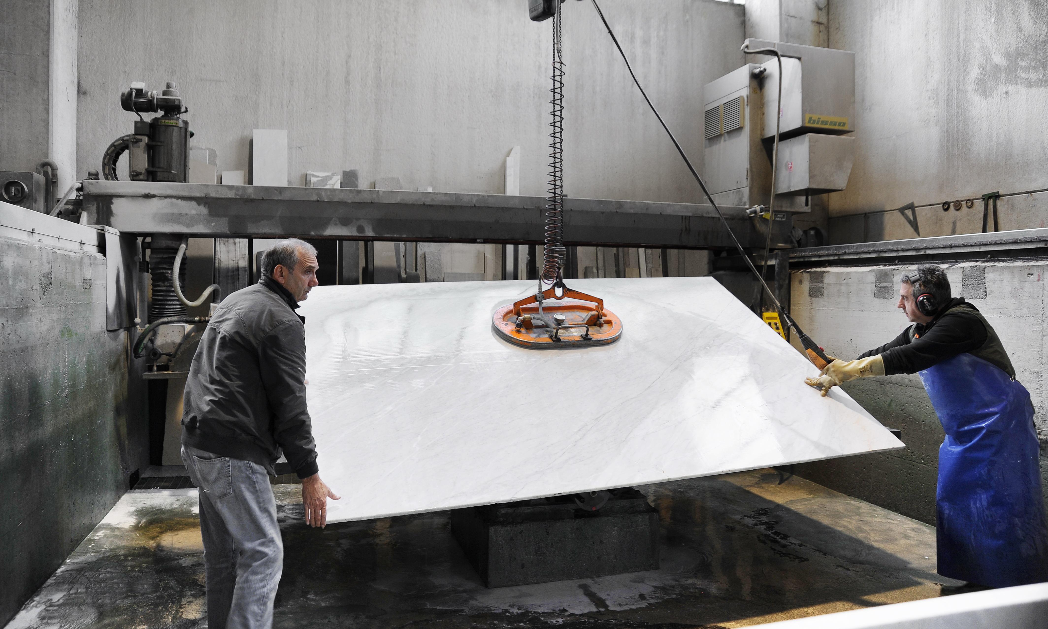 Medone Marmi 057 - lastra di marmo in lavorazione